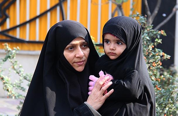 دین اسلام ارزش دهنده مقام زن است/ نقش مادری و تربیت اولاد مهم ترین نقش زنان
